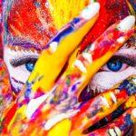 Colore. Attraverso il corpo l'uomo esprime uno stato emotivo (bio-informazioni) che può essere associato ad un colore ed alle sue sfumature.